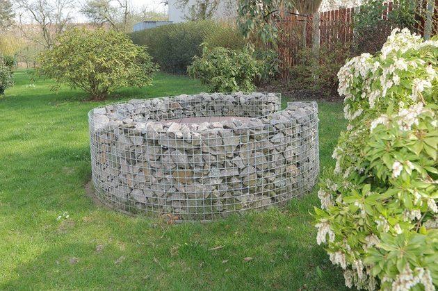 Pomysł na studnię w ogrodzie